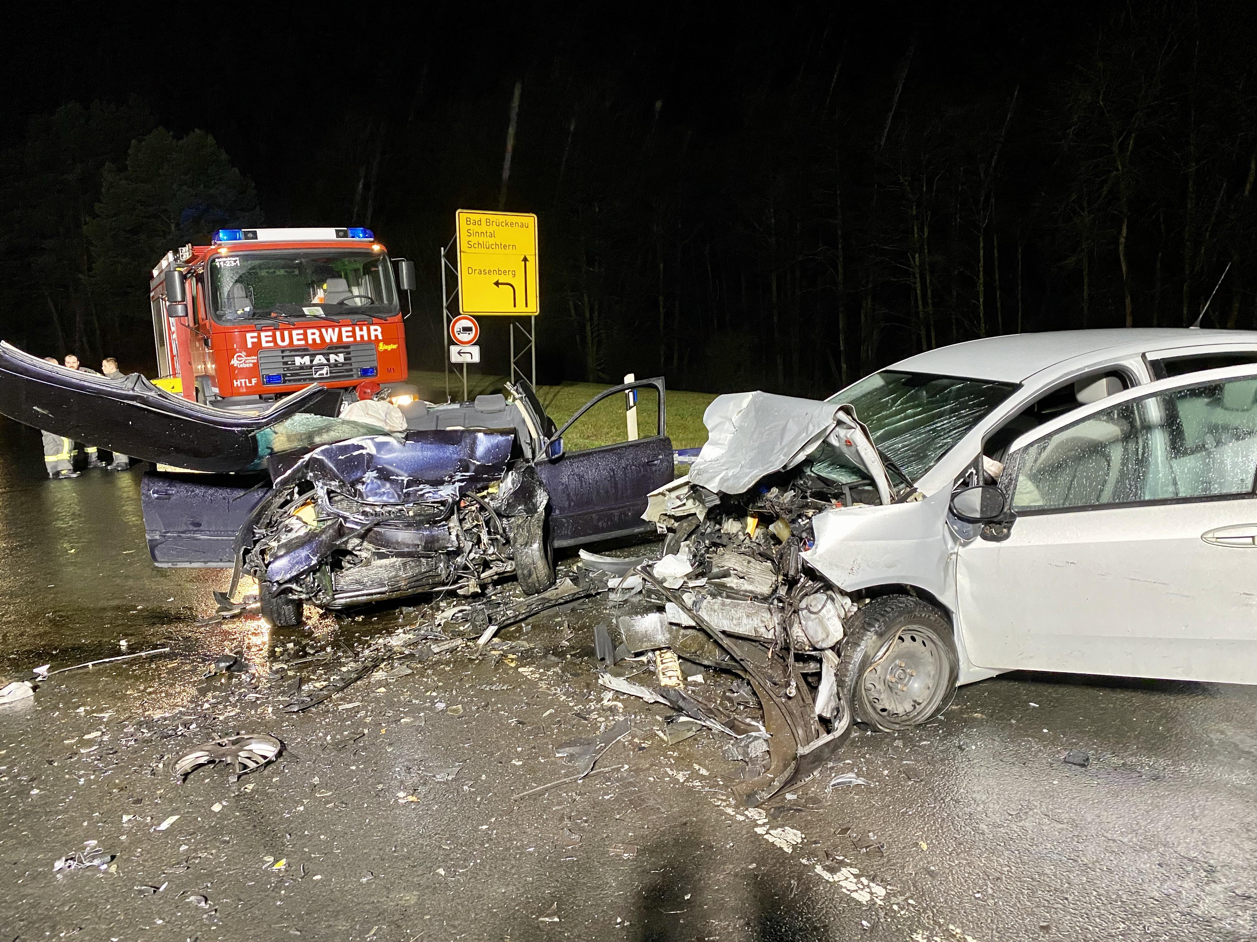 2020-12: 02.02.2020 19:53 Uhr – Verkehrsunfall eingeklemmte Person