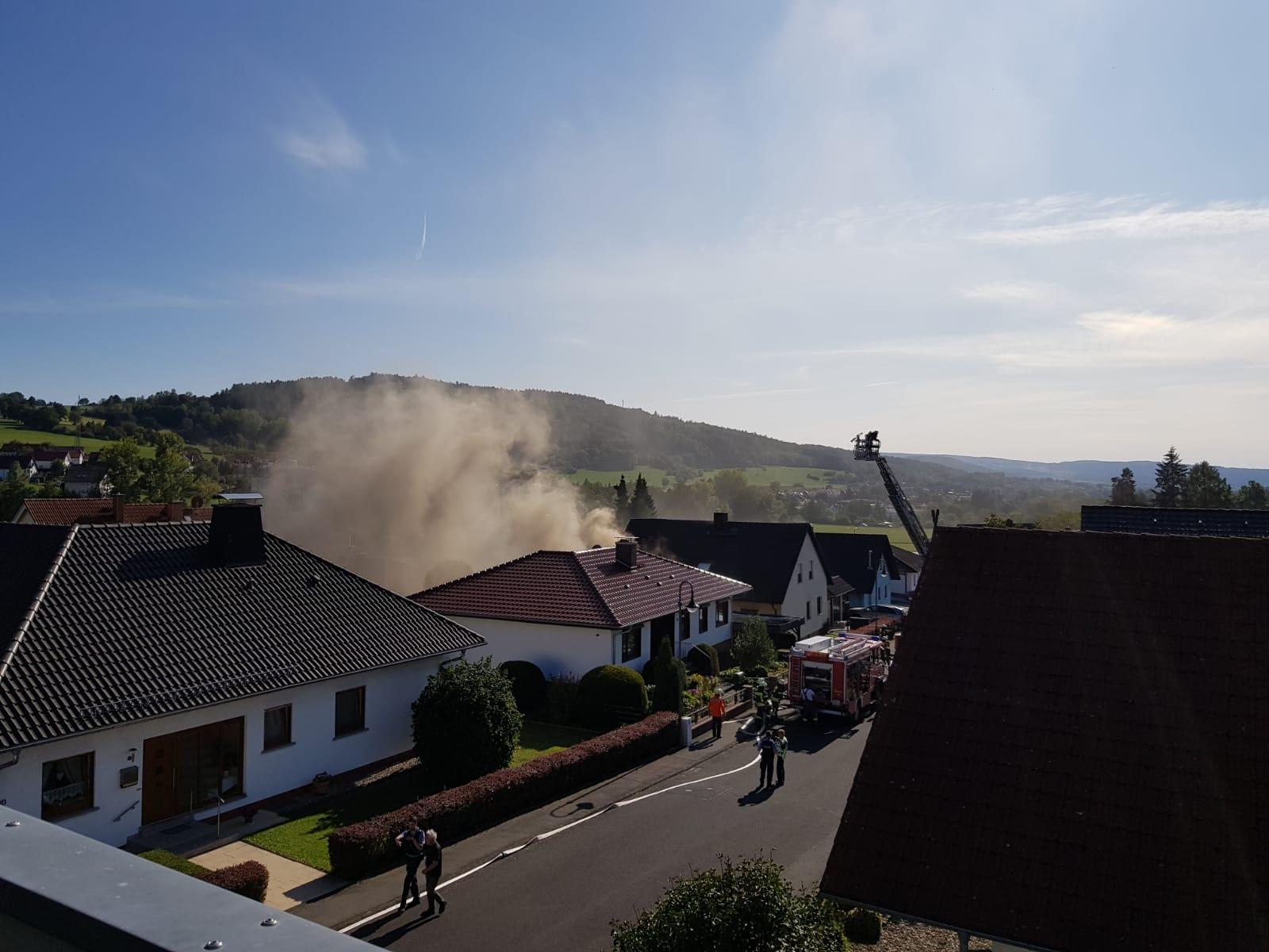 2020-96: 20.09.2020 15:30 Uhr – Brennt Garage zwischen zwei Wohnhäusern