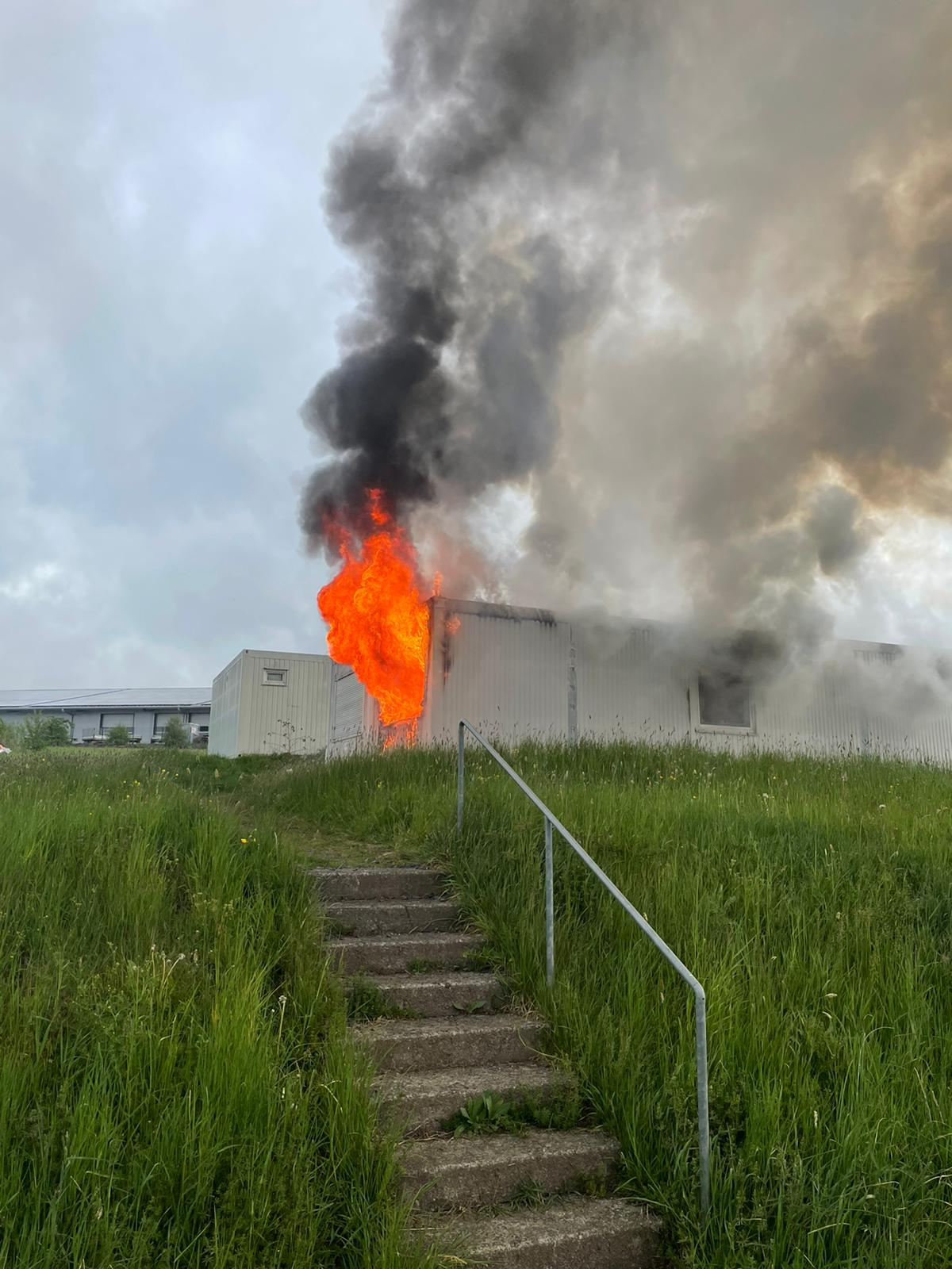 2021-36: 11.05.2021 08:09 Uhr – Feuer in Wohncontainer